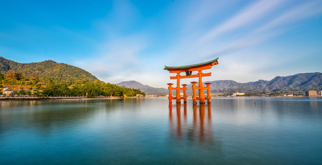 Fotobehang Japan Miyajima Island, The famous Floating Torii gate