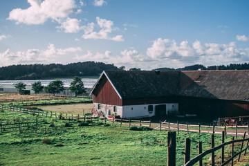 Paisaje con granja en Suecia