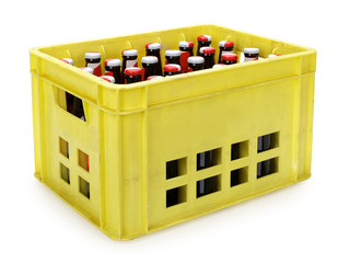 Papiers peints Biere, Cidre Yellow beer crate with bottles on white, contains clipping path