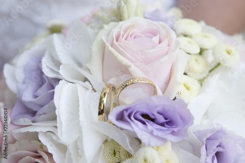 Hochzeitsstrauss Mit Eheringen Stock Photo And Royalty Free Images