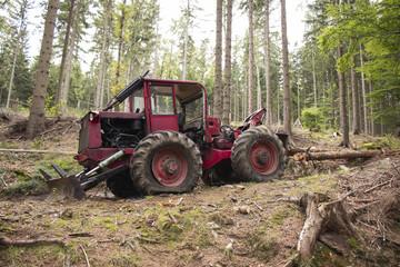 Fototapeta Traktor i wycinka drzew, niszczenie lasu obraz