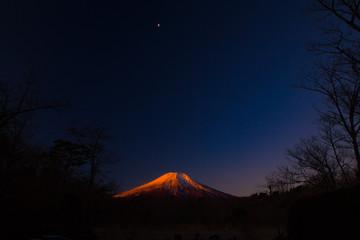 山中湖の紅富士の富士山