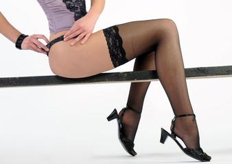 attraktive schöne, junge schlanke frau mädchen sexy in dessous lange beine und unterwäsche