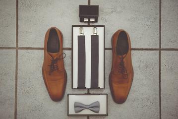 Herrenausstattung, Schuhe und Hosenträger