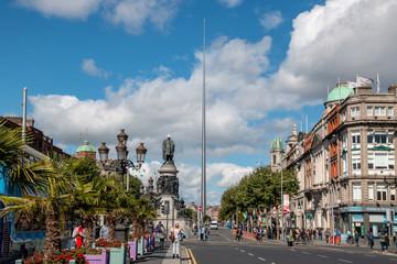 The Spire, Monument of Light, die Nadel im Zentrum Dublins mit Strassenansicht
