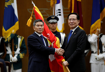Ingoing Defense Minister Jeong Kyeong-doo shakes hands with outgoing Minister Song Young-moo during his inaugural ceremony at the Defense Ministry in Seoul