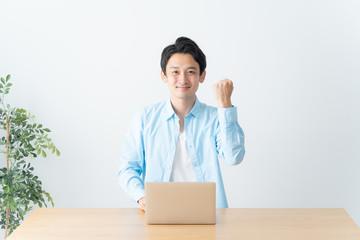 男性 ビジネス パソコン
