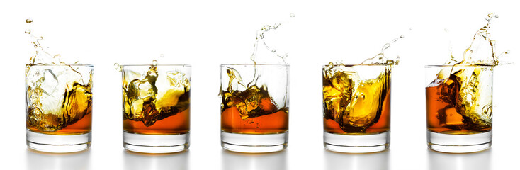 Stores photo Alcool Scotch glasses with whiskey splashing from them