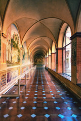 Couloir décoré de fresques de l'abbaye d'Asciano, Monte Oliveto Maggiore, Sienne, Toscane