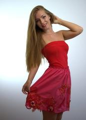 Junge Frau in rot