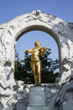 Statue of the composer Johann Strauss at the Stadtpark, Vienna, Austria.