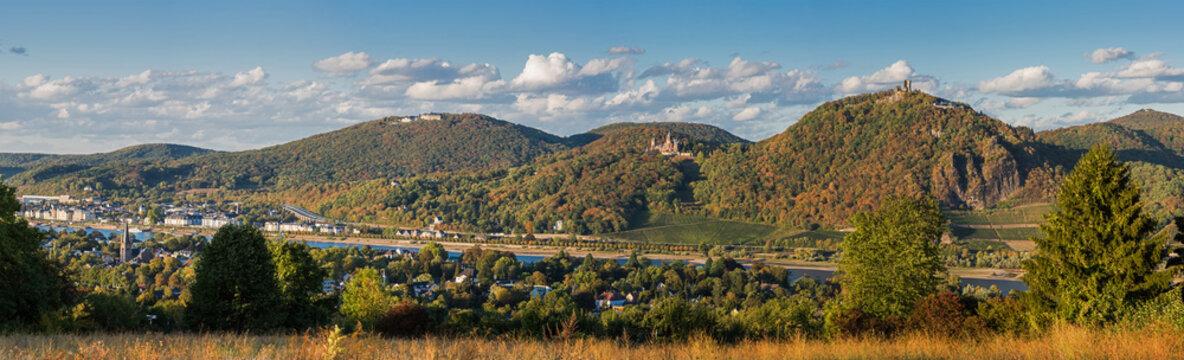 Blick zum Siebengebirge im Herbst; Deutschland
