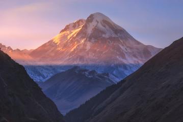 Fond de hotte en verre imprimé Volcan Autumn view of Kazbek mountain in Georgia.