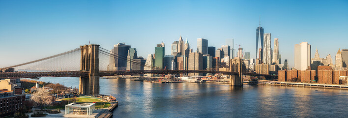 Fototapete - Brooklyn bridge and Manhattan at sunny day, New York City