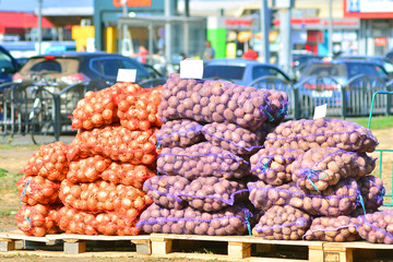 Sale of potatoes and onions