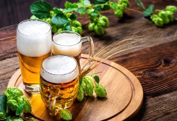 Zelfklevend Fotobehang Bier / Cider Bier - Alkohol - Spirituosen - Getränk - Hopfen - Gerste - Stutzen- Seidel - Kanne - Glas