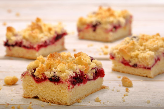 Cake with fruit and crumble