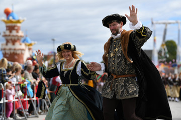 People dressed in historical clothes take part in Oktoberfest parade in Munich