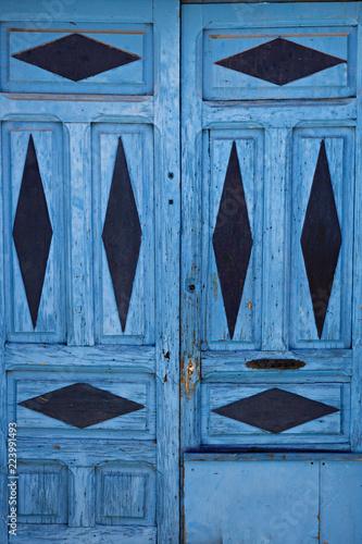 Puerta Antigua De Madera Pintada De Color Azul Stock Photo And