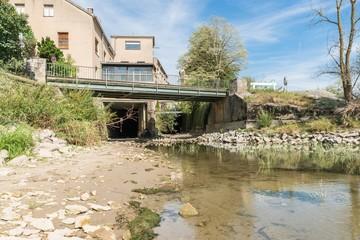 Niedrigwasser in Regensburg und trockener Wasserkanal an der Donau, Deutschland
