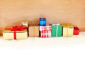 Viele Geschenke zu Weihnachten als Hintergrund