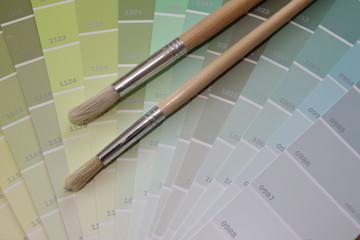 Pinsel und Farbfächer