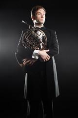 Keuken foto achterwand Muziek Portrait of classic musician with french horn