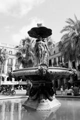 Foto op Aluminium Fontaine Fontaine en noir et blanc