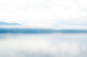 Papiers peints Blanc Halong Bucht im Nebel