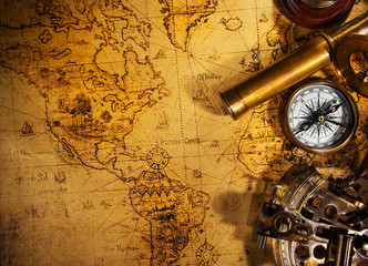 Foto op Plexiglas Wereldkaart Old vintage navigation equipment on old world map.