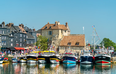 Traditional houses in the harbour of Honfleur. Normandy, France Fotomurales
