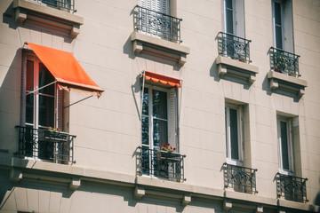 Façade d'immeuble parisien, Montmartre, Paris