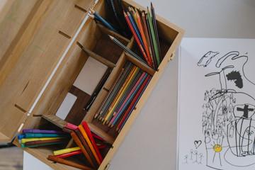 Crayon et boite à dessin