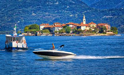 Incroci pericolosi in barca sul lago