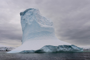Spoed Foto op Canvas Antarctica Iceberg in Antarctic sea