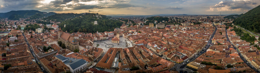 Zelfklevend Fotobehang Diepbruine Brasov cityscape aerial view with balck church, white tower, red roofs in Romania