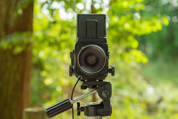 三脚の上のフィルムカメラ