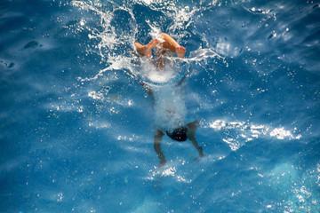 Pool dive - splash