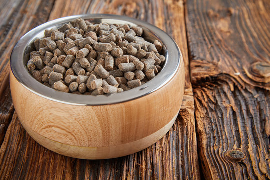 Dried pellets or biscuits for a cat or dog