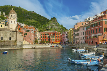 Fototapete - Idyllic landscape of Vernazza village, Cinque Terre, Italy