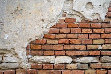 Alte marode Ziegelmauer