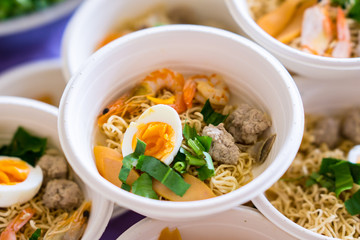 Tom Yum soup is prepared in foam cups. Even though it looks delicious, the harmful substances from the foam mixed in the food is toxic to the body.