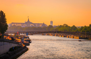 Sunset view of Grand Palais on right bank of Seine, Paris, France. Fototapete