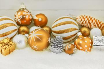 Gelbe Dekoration zu Weihnachten