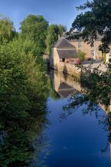 Villa su canale con riflessi a Pont Roch