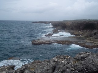 Zelfklevend Fotobehang Kust waves crashing on rocks
