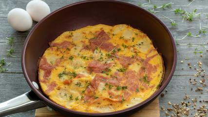 Parmesanomelett mit Salami
