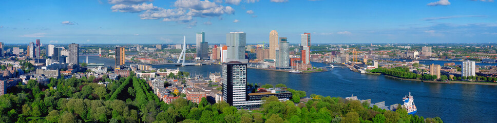 Foto auf AluDibond Rotterdam View of Rotterdam city and the Erasmus bridge