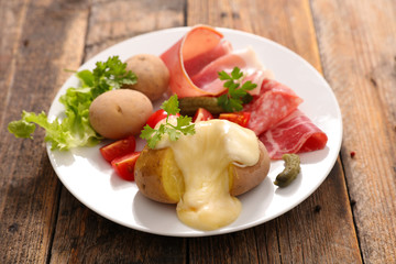 raclette cheese with potato and meat