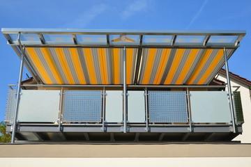 Edelstahl Balkon Mit Edelstahlrahmen Glasdach Und Orange Grau